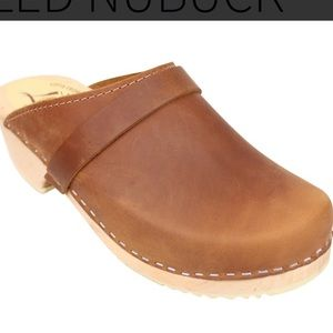 Brand new lotta clogs - seconds - size 42